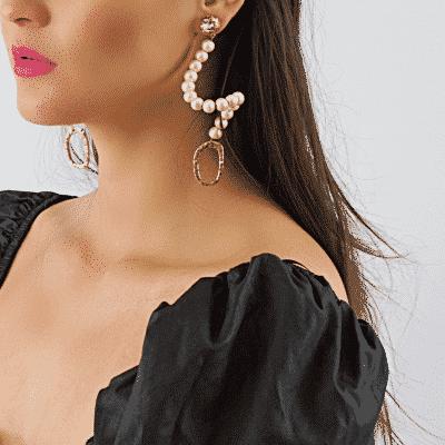 Swan earrings in cream