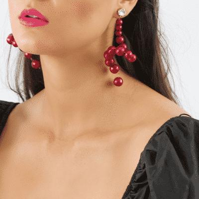 Swan earrings in red pearl